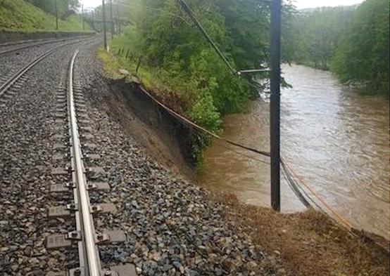 Conséquence de la pluie, une caténaire s'effondre : plus de TER entre Lyon et Saint-Etienne !