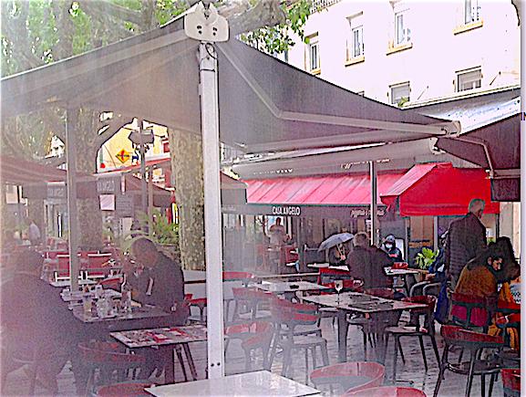 Réouverture des terrasses à Vienne : du monde, malgré la pluie, pour savourer la liberté retrouvée