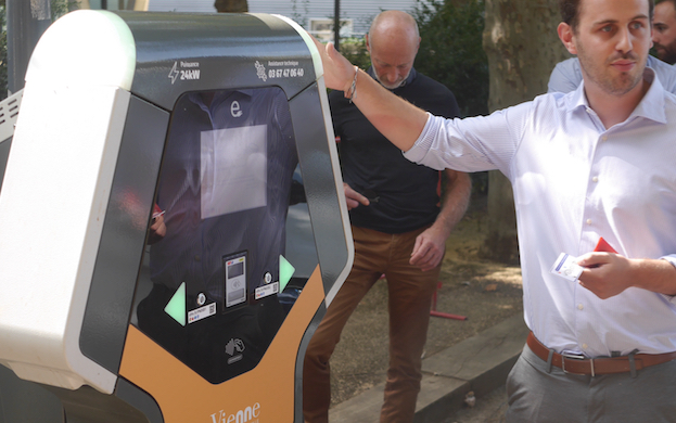 Les 2 premières bornes électriques inaugurées à Vienne sur le domaine public : 20 vont suivre…