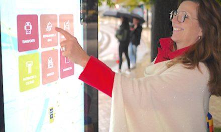 On y trouve les commerces, les sites touristiques, etc. : trois bornes interactives installées dans le centre de Vienne
